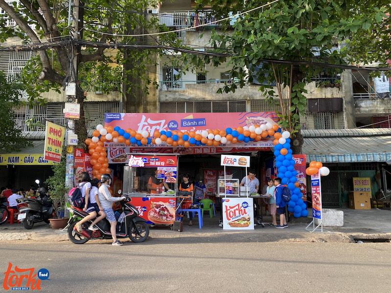 cua-hang-nhuong-quyen-trong-chuoi-torki-food-nhan-duoc-su-uu-ai-cua-thuc-khach
