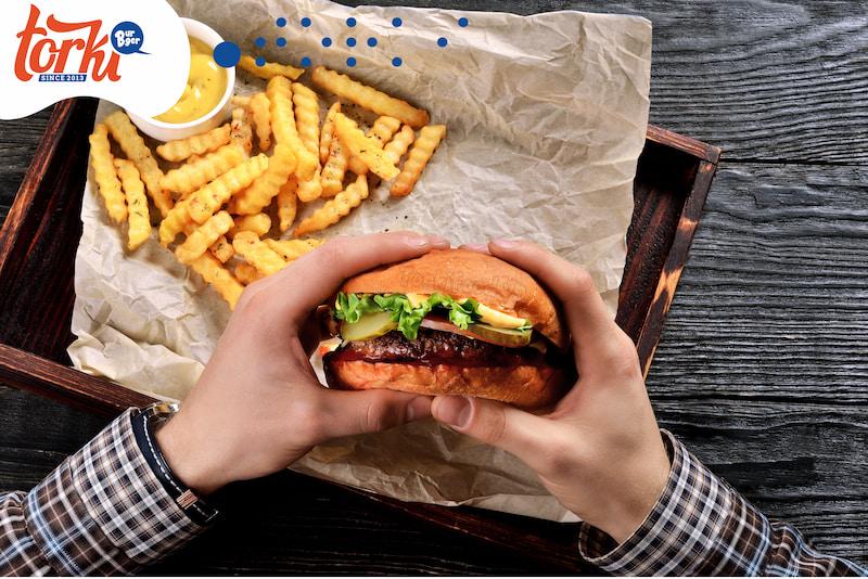 hamburger-tuy-la-mon-an-nuoc-ngoai-nhung-kha-duoc-long-nguoi-viet