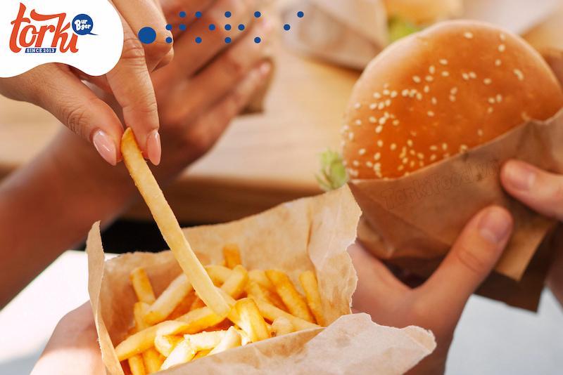 hamburger-va-khoai-tay-chien-cap-doi-tam-dau-y-hop