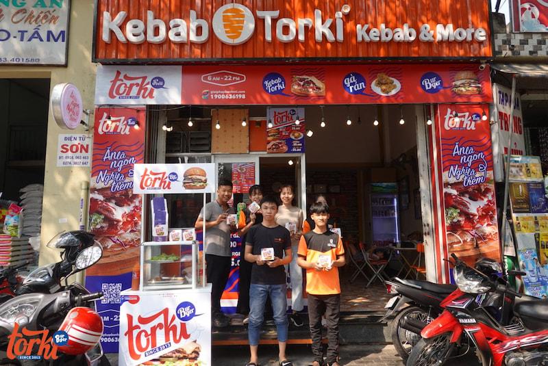mot-diem-ban-trong-chuoi-mo-hinh-kinh-doanh-nhuong-quyen-torki-food